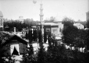 Veduta da ovest con il padiglione Talmone in secondo piano (foto Mario Gabinio)