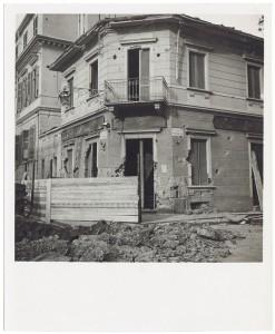 Via Luigi Cibrario angolo Via Medail. Farmacia dell'Ospedale Maria Vittoria. Effetti prodotti dai bombardamenti del 4-5 dicembre 1940.