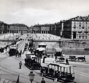 Veduta di piazza Vittorio Veneto a Torino, 1900 circa. Fotografia di Giacomo Bersani.
