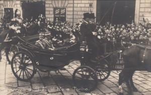 TORINO 1923, VITTORIO EMANUELE III E IL GENERALE DIAZ IN CARROZZA.